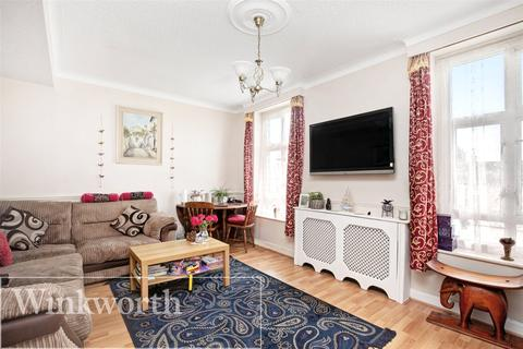 2 bedroom flat for sale - Long Elmes, Harrow, Middx, HA3
