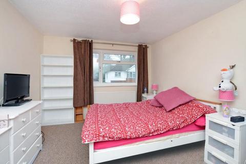 3 bedroom semi-detached house to rent - Chillingham Way, Camberley, GU15