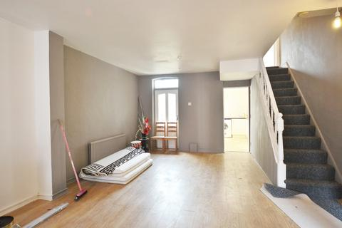 3 bedroom terraced house to rent - Pretoria Road, London, N17
