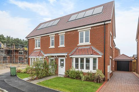 3 bedroom semi-detached house for sale - Heatherfields Way, WHITEHILL, Hampshire