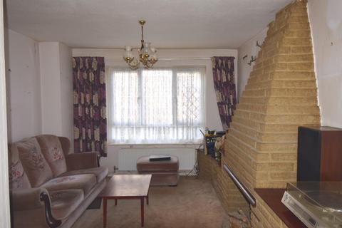 3 bedroom maisonette for sale - Greenford. UB6