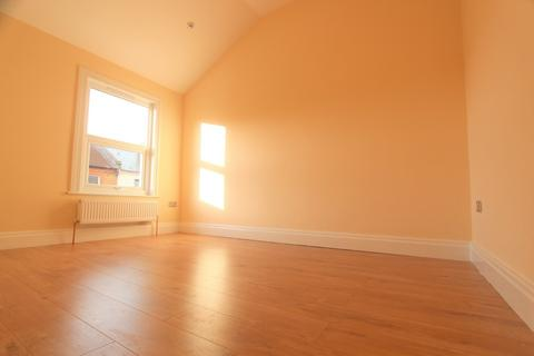 2 bedroom maisonette to rent - Drake Street, Enfield, EN2