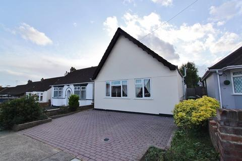 3 bedroom detached bungalow for sale - Avelon Road, Romford, RM5