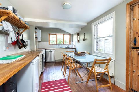 3 bedroom property to rent - Elm Park, London, SW2