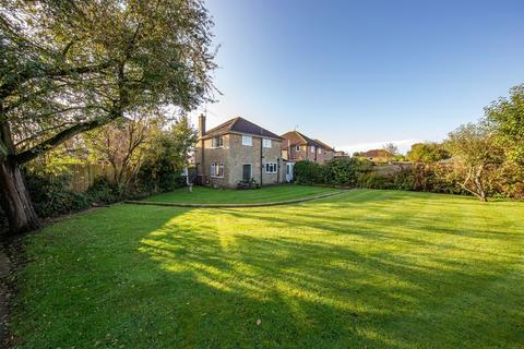 3 bedroom detached house for sale - Family 3 bed detached on LARGE corner plot....