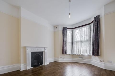 3 bedroom ground floor flat to rent - Chelmsford Road, London, E11