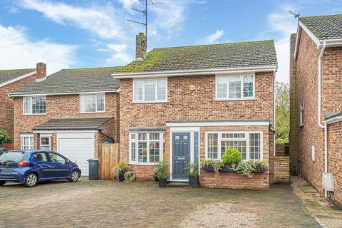 4 bedroom detached house to rent - Vicarage Close, shillington, SG5