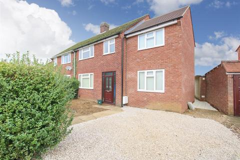 4 bedroom semi-detached house for sale - Cromwell Avenue, Aylesbury