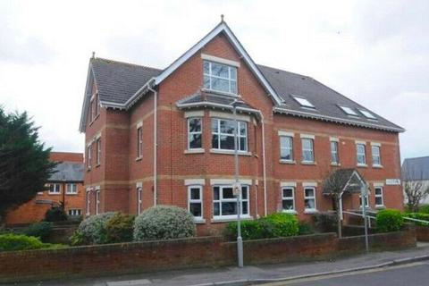 2 bedroom apartment to rent - Glenair Avenue, Poole, BH14