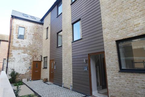 3 bedroom terraced house to rent - Stour Street, Canterbury