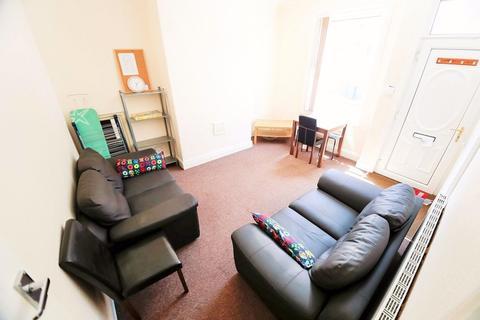 2 bedroom terraced house to rent - Elizabeth Street, Hyde Park, Leeds, LS6 1JF