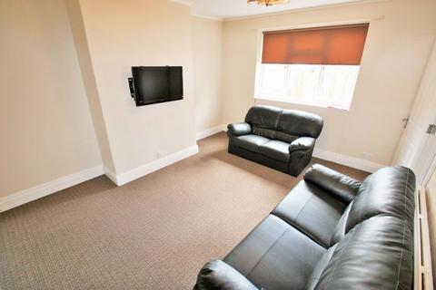 3 bedroom terraced house to rent - St.Michael`s Lane, Headingley, Leeds, LS6 3BR