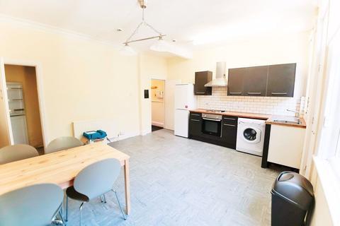 4 bedroom house to rent - Estcourt Avenue, Headingley, LS6 3ET
