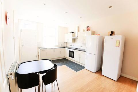 4 bedroom terraced house to rent - Stanmore Street, Burley, LS4 2RS
