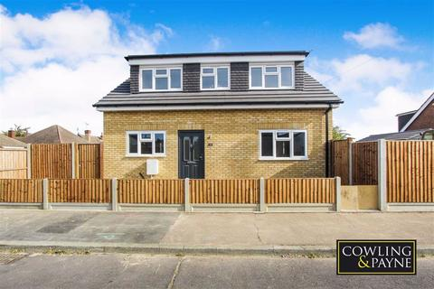 3 bedroom chalet for sale - Cross Ave, Wickford, Essex