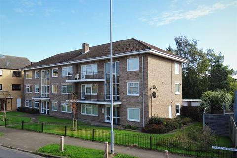 3 bedroom flat for sale - Carlton Court, Carlton Way, Cambridge