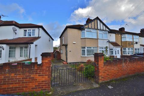 3 bedroom end of terrace house for sale - Salt Hill Way, Slough