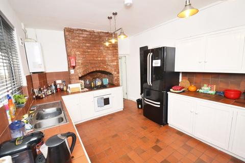 6 bedroom house to rent - Carmoor Road, Manchester