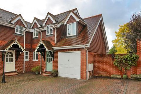 4 bedroom semi-detached house for sale - Holmden Court, Off High Street, Edenbridge