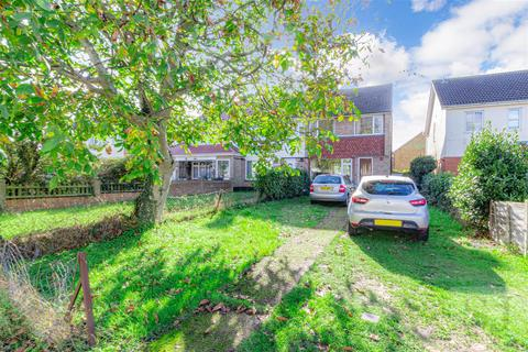 3 bedroom end of terrace house for sale - Coombe Road, Southminster