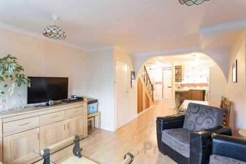 2 bedroom duplex for sale - Tolsford Road, Pembury Estate, Hackney