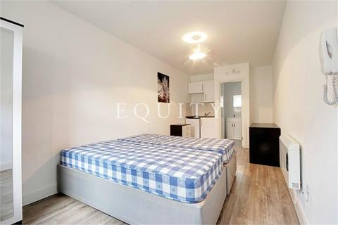 Studio to rent - Pelcon House, Peachtree Close, Enfield, EN1