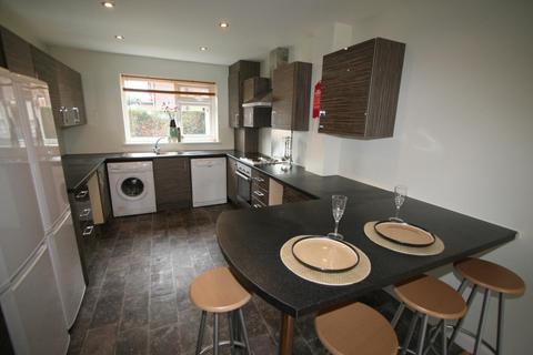 8 bedroom property to rent - 2 Stanmore Crescent, Burley
