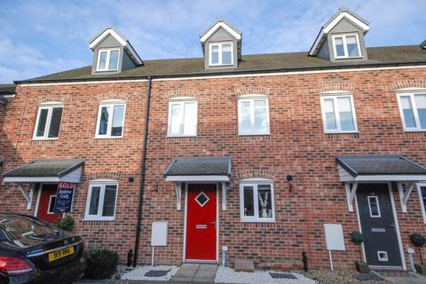 3 bedroom townhouse for sale - Cressida Gardens, Hebburn