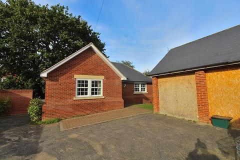 2 bedroom detached bungalow for sale - Station Road, Tiptree, Colchester, Essex, CO5