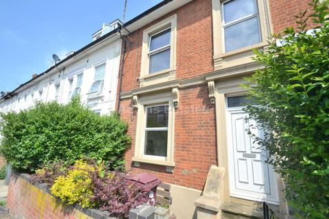 3 bedroom flat to rent - Waylen Street, Reading