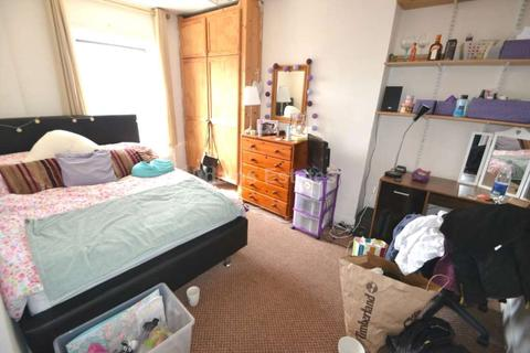 7 bedroom terraced house to rent - Addington Road, Reading