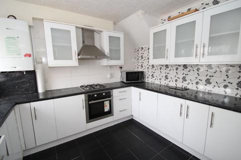 4 bedroom house to rent - Swanbourne Drive, Hornchurch, RM12