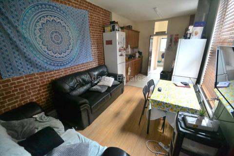 5 bedroom terraced house to rent - London Road, Reading