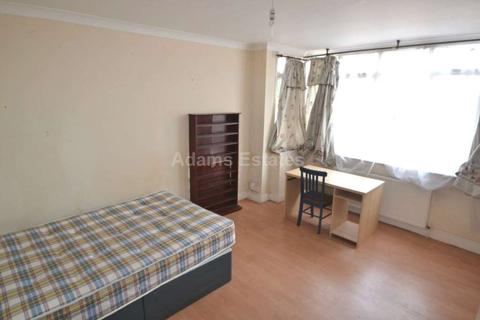 6 bedroom semi-detached house to rent - Addington Road, Reading