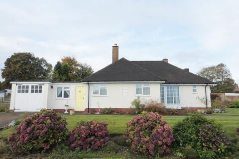 2 bedroom detached bungalow for sale - Thornhill Park, Streetly