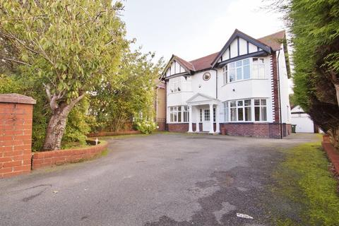 4 bedroom detached house for sale - Liverpool Road, Southport