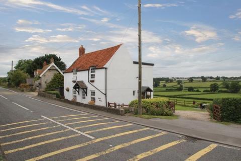 3 bedroom cottage for sale - Main Street, Walton