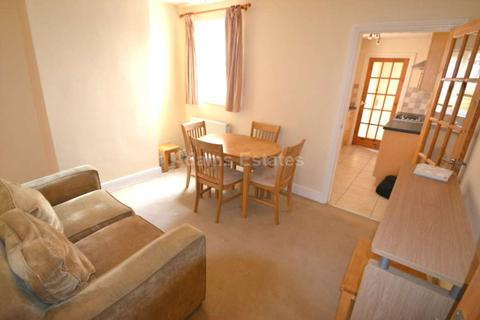 4 bedroom terraced house to rent - Wykeham Road, Reading, England