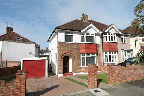 3 bedroom property for sale - Dumbreck Road, London