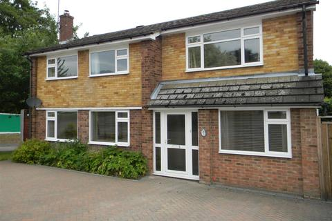 4 bedroom detached house to rent - Coombe Gardens Berkhamsted Hertfordshire