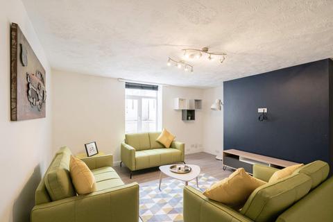 6 bedroom flat to rent - Garden Flat, 246 Vinery Road, Burley