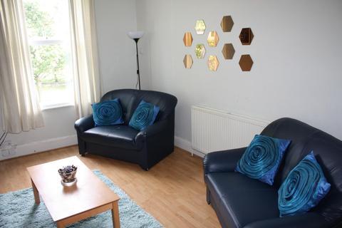 6 bedroom flat to rent - Flat 5, 257 Hyde Park Road, HydePark