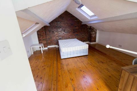 5 bedroom property to rent - 9 Headingley Crescent, Headingley