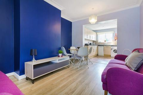 5 bedroom property to rent - 9 Stanmore Crescent, Burley