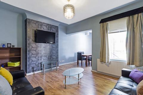 5 bedroom property to rent - 10 Grove Gardens, FarHeadingley