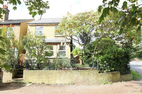 3 bedroom detached house for sale - Cross Road, Orpington, BR5 2DJ