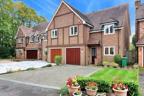 3 bedroom semi-detached house for sale - Somerford Place, Beaconsfield, HP9