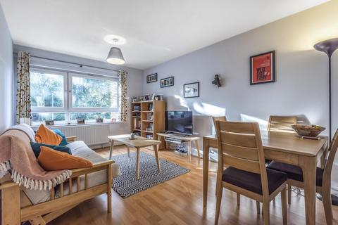 1 bedroom flat for sale - Nantes Close, Battersea