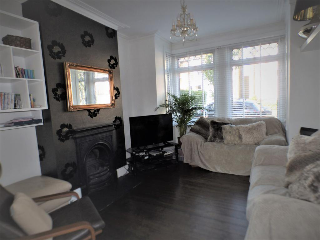3 Bedroom Mid terraced Victorian House