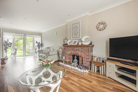 2 bedroom detached bungalow for sale - Weston Turville, Aylesbury, HP22